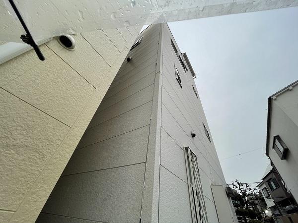 大阪府東大阪市 N様邸 屋根塗装・外壁塗装・付帯部塗装 無料現場調査② シーリング、軒天、外構の劣化症状 (12)