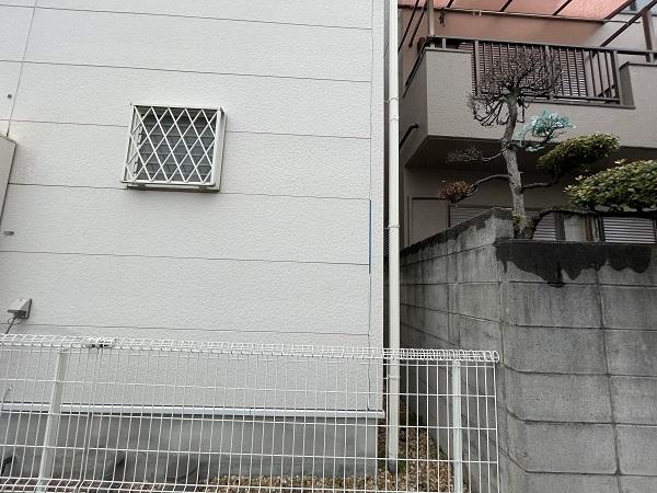 大阪府東大阪市 N様邸 屋根塗装・外壁塗装・付帯部塗装 無料現場調査② シーリング、軒天、外構の劣化症状 (9)
