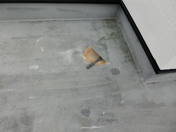 大阪府東大阪市 N様邸 屋根塗装・外壁塗装・付帯部塗装 屋上防水工事 施工前の状態 膨れ (1)