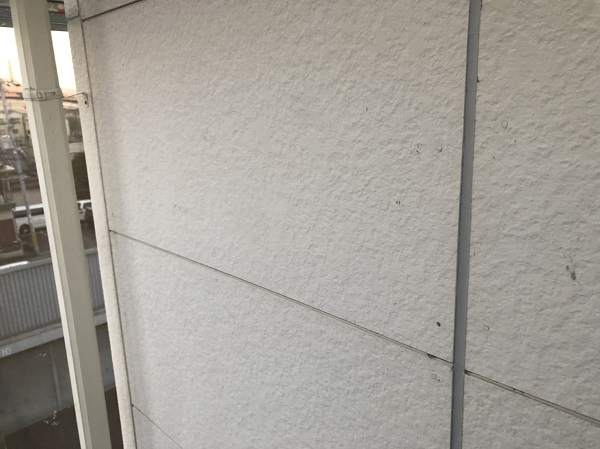 大阪府東大阪市 N様邸 屋根塗装・外壁塗装・付帯部塗装 シーリング工事① サイディングボードの継ぎ目 工程 (5)