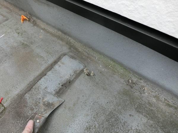 大阪府東大阪市 N様邸 屋根塗装・外壁塗装・付帯部塗装 屋上防水工事 施工前の状態 膨れ (3)