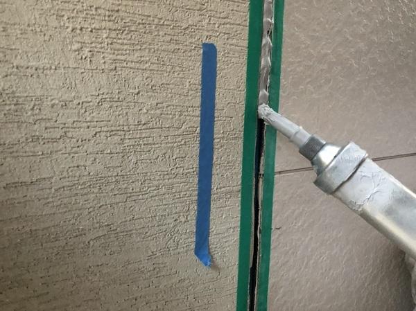 大阪府東大阪市 N様邸 屋根塗装・外壁塗装・付帯部塗装 シーリング工事① サイディングボードの継ぎ目 工程 (11)