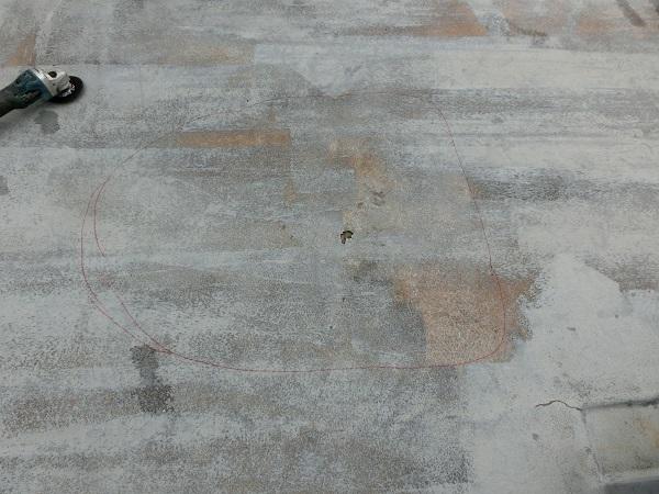 大阪府東大阪市 N様邸 屋根塗装・外壁塗装・付帯部塗装 屋上防水工事 施工前の状態 膨れ (5)