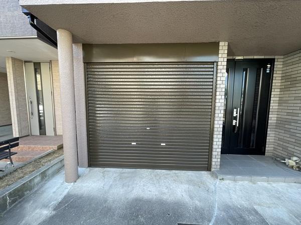 大阪府東大阪市 屋根塗装・外壁塗装 付帯部塗装 車庫のシャッター塗装 (1)