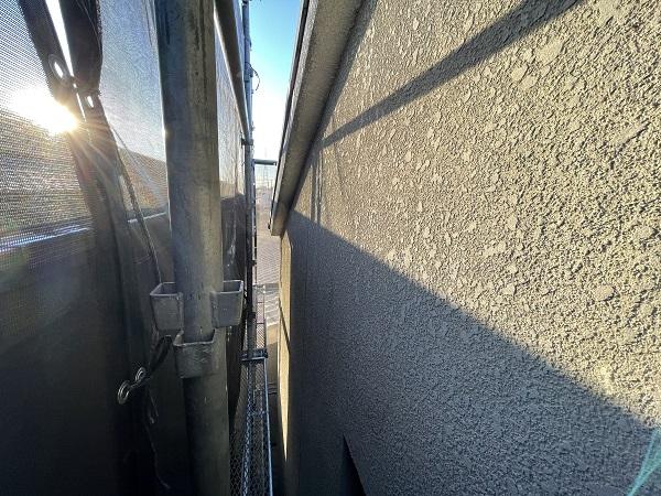 大阪府東大阪市 屋根塗装・外壁塗装 施工前の状態(外壁) 汚れの原因とは ひび割れ (7)
