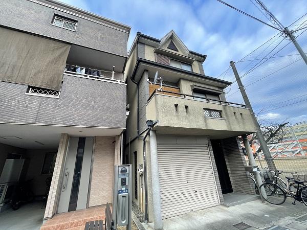 大阪府東大阪市 屋根塗装・外壁塗装 施工前の状態(外壁) 汚れの原因とは ひび割れ (22)