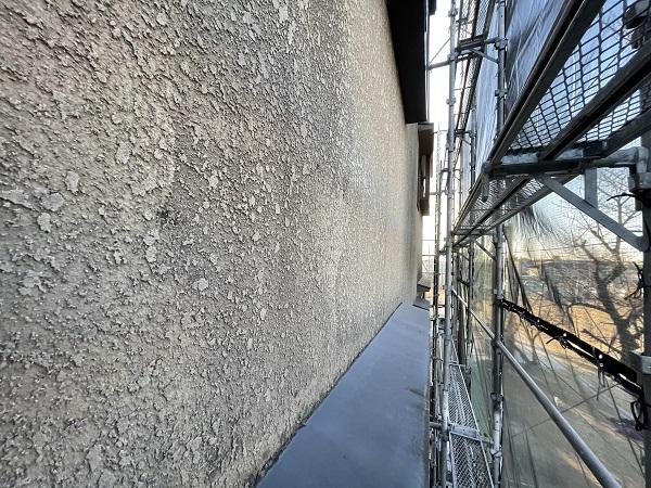 大阪府東大阪市 屋根塗装・外壁塗装・付帯部塗装 外壁下塗り 日本ペイント アンダーフィラー弾性エクセル (4)