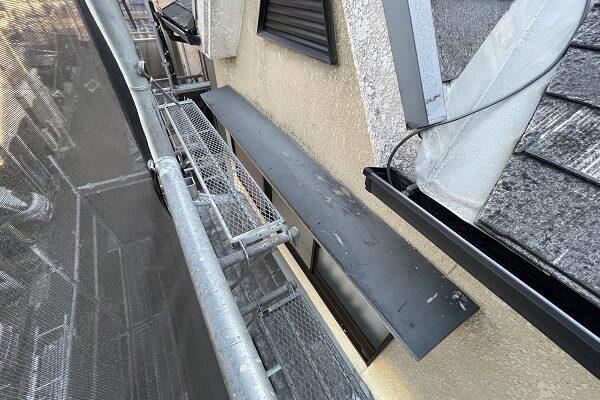 大阪府東大阪市 屋根塗装・外壁塗装 施工前の状態(外壁) 汚れの原因とは ひび割れ (4)