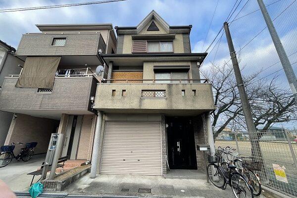 大阪府東大阪市 屋根塗装・外壁塗装 施工前の状態(外壁) 汚れの原因とは ひび割れ (20)