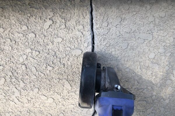大阪府東大阪市 屋根塗装・外壁塗装 ひび割れ(クラック)の補修 Uカット処理 (6)