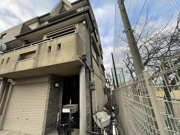 大阪府東大阪市 屋根塗装・外壁塗装 施工前の状態(外壁) 汚れの原因とは ひび割れ (21)
