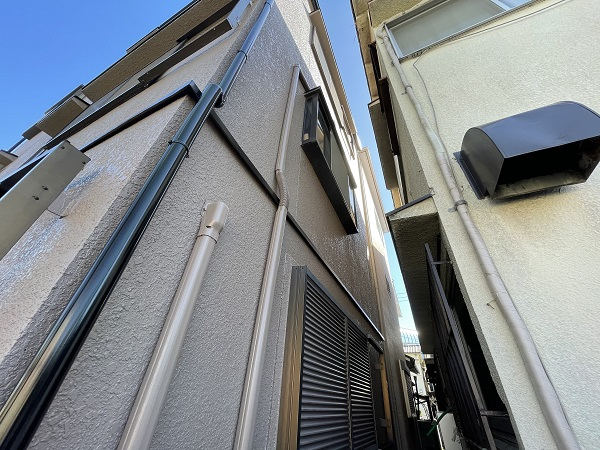 大阪府東大阪市 屋根塗装・外壁塗装・付帯部塗装 外壁中塗り・上塗り 日本ペイント ファイン4Fセラミック (3)