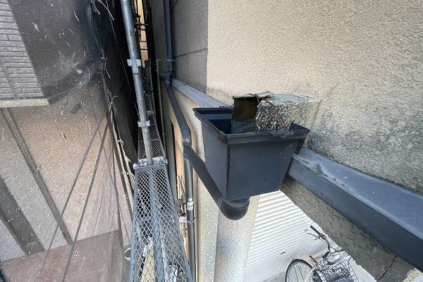 大阪府東大阪市 屋根塗装・外壁塗装 施工前の状態(外壁) 汚れの原因とは ひび割れ (2)
