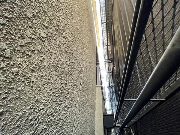 大阪府東大阪市 屋根塗装・外壁塗装 施工前の状態(外壁) 汚れの原因とは ひび割れ (10)
